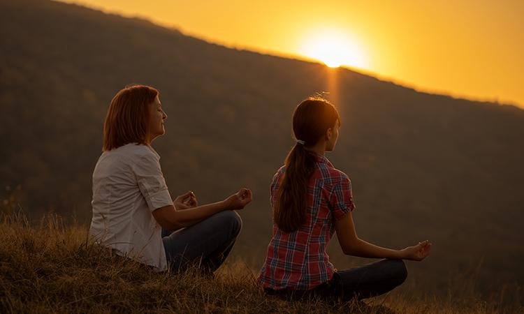 Yo permito que toda la abundancia del universo entre en mi vida a partir de hoy y para siempre